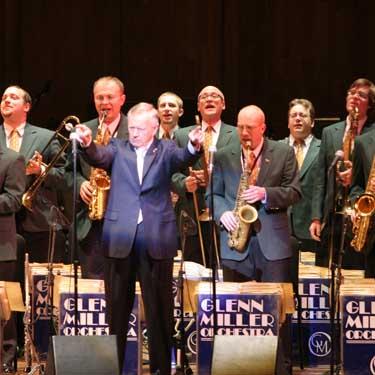 La Glenn Miller Orchestra en escena